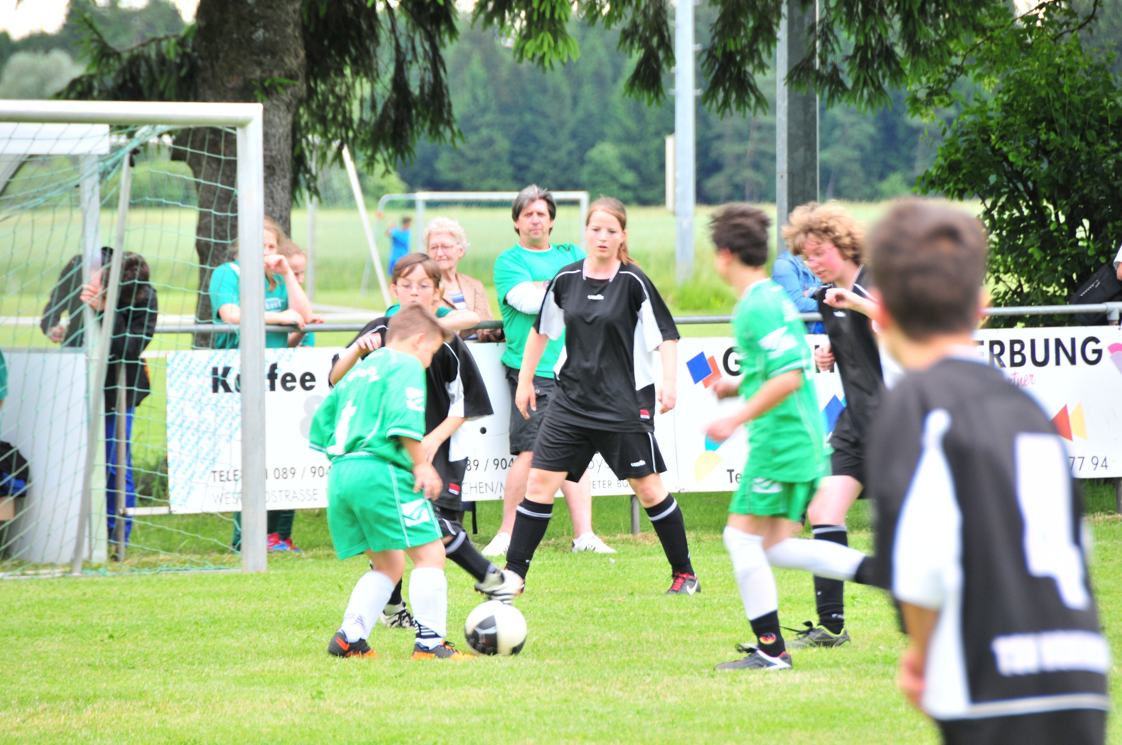 Inklusions-Fußball kommt voran: Szene aus dem Spiel TSV Forstenried (grün) gegen den TSV Hohenbrunn.